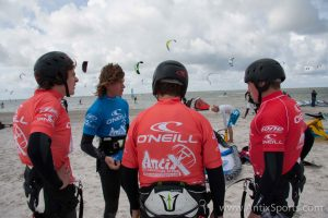 Kitesurfschool Antix Sports bij Hooked, kitesurfles Workum-4