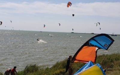 Kitesurfen in diep water! Hoe ga je er mee om?